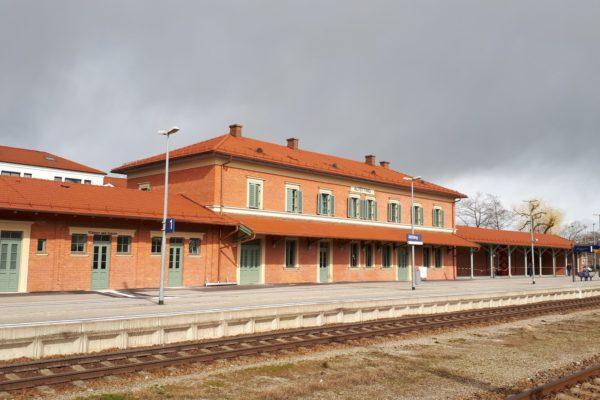 Außenansicht Bahnhof Altötting